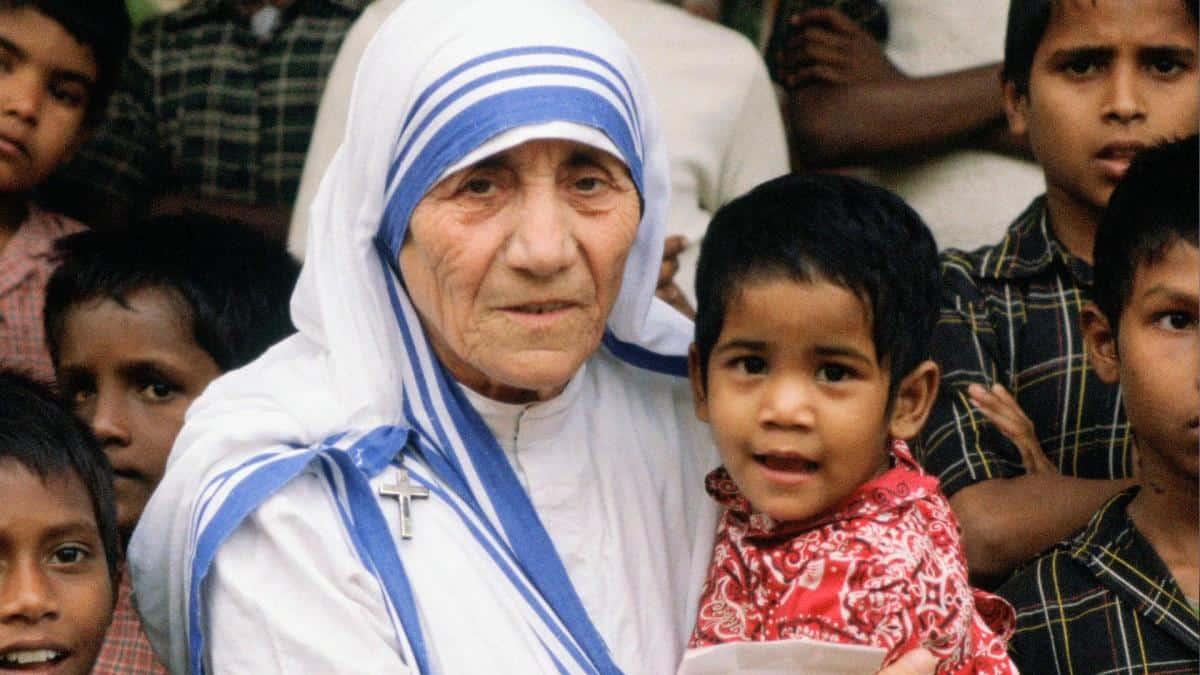 26 - Mother-Teresa-1910-1997