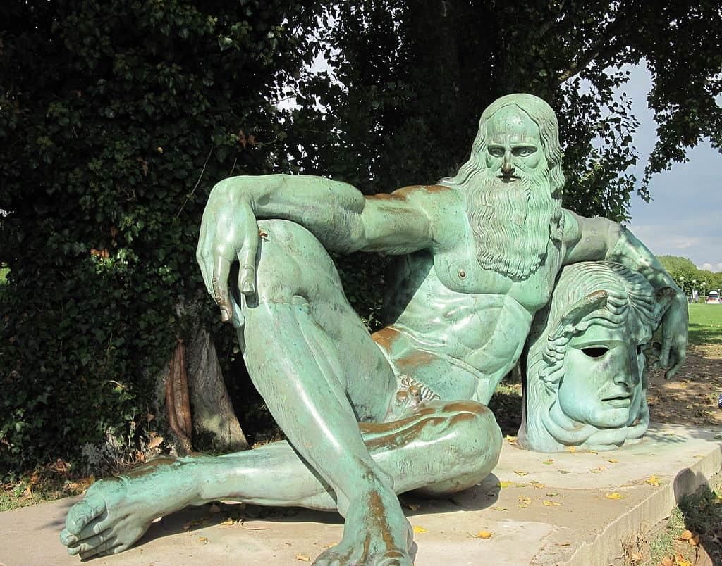 Leonardo - Statue-of-Leonardo-in-Amboise